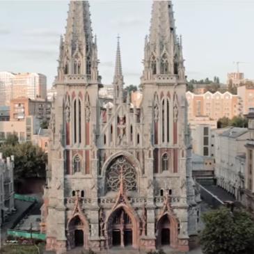 Фотограф за допомогою дрону зняв неймовірне відео про Київ