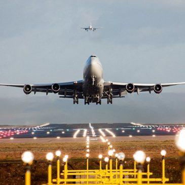 Льотчики закликають вивчити можливі наслідки зіткнень літаків з дронами